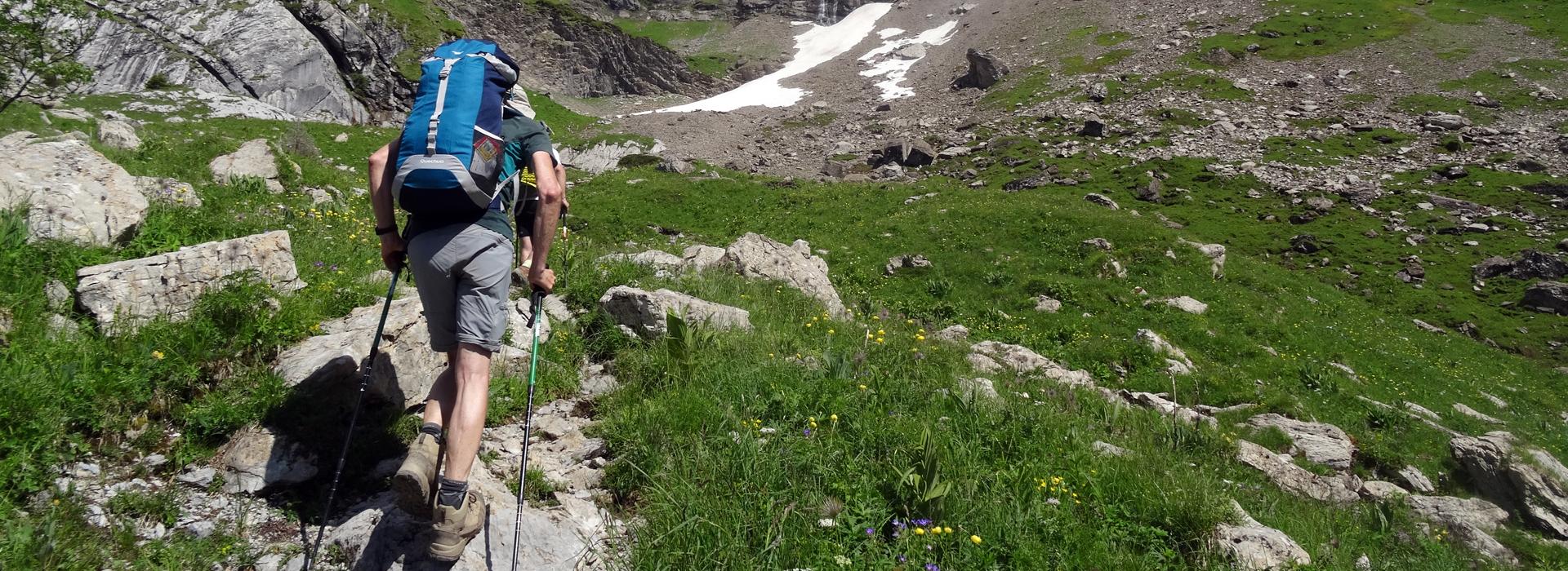 Eviter les douleurs aux genoux en randonnée